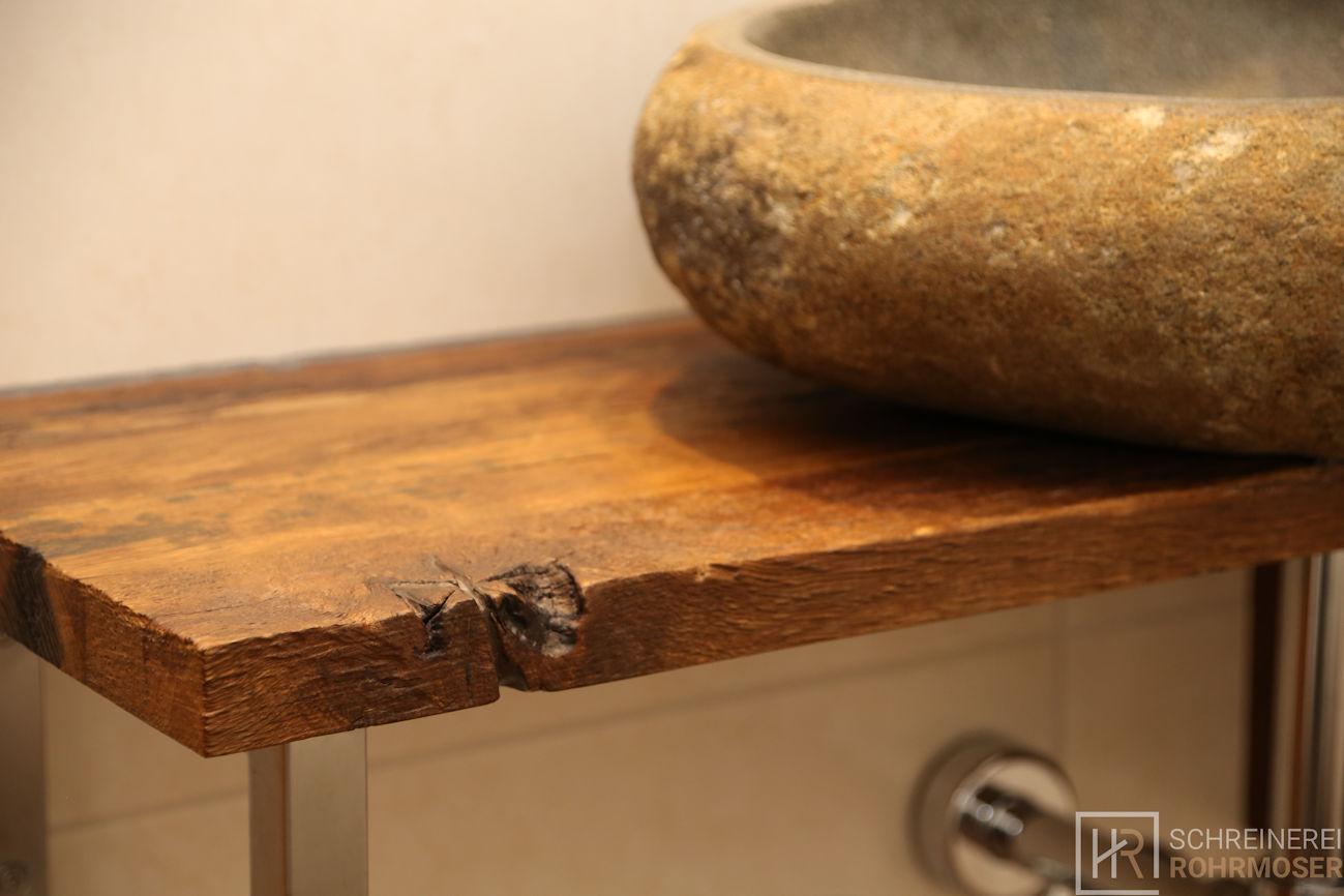Waschtisch Nahaufnahme mit Steinwaschbecken