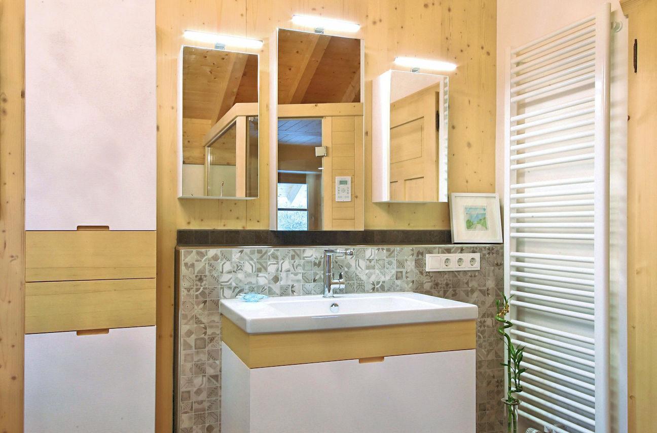 Waschtisch und Badschlränke